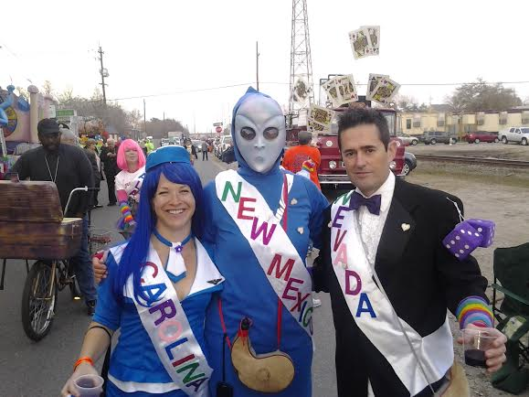 Early Parade Goers at KdV 2015 Before Parade Launched